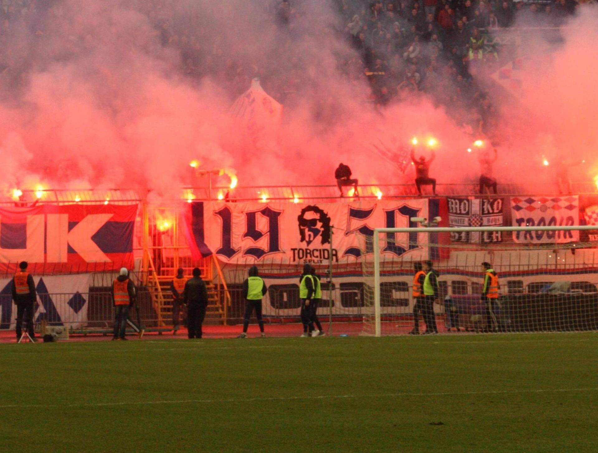 Uprava i igrači Hajduka neka razmisle za koga to igraju...