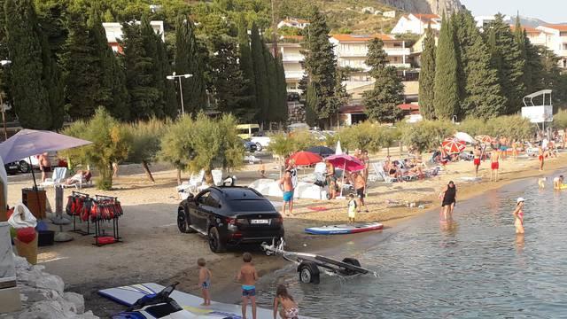 Djeco maknite se brzo s plaže: Idemo ja i moj jet-ski na vožnju