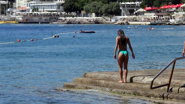 Opatija: Turisti na plažama i šetnicama