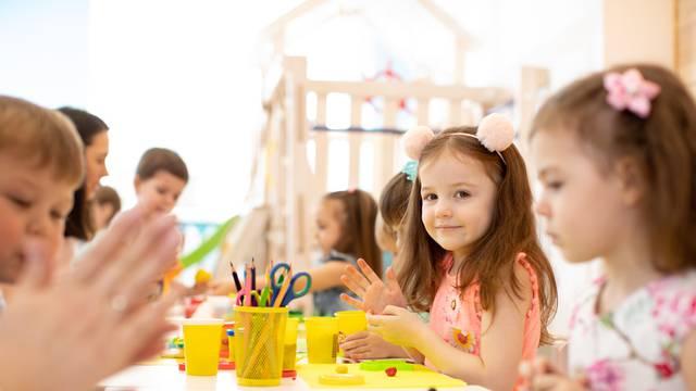Kad oba roditelja rade, djeca brže razvijaju vještine i govor