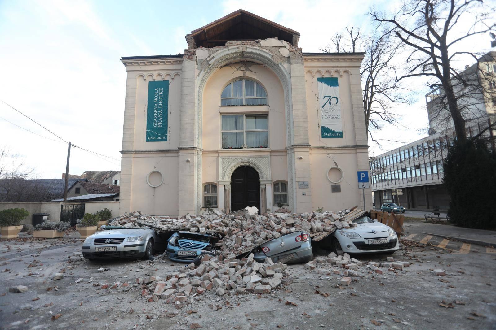 Posljedice razornog potresa u Sisku