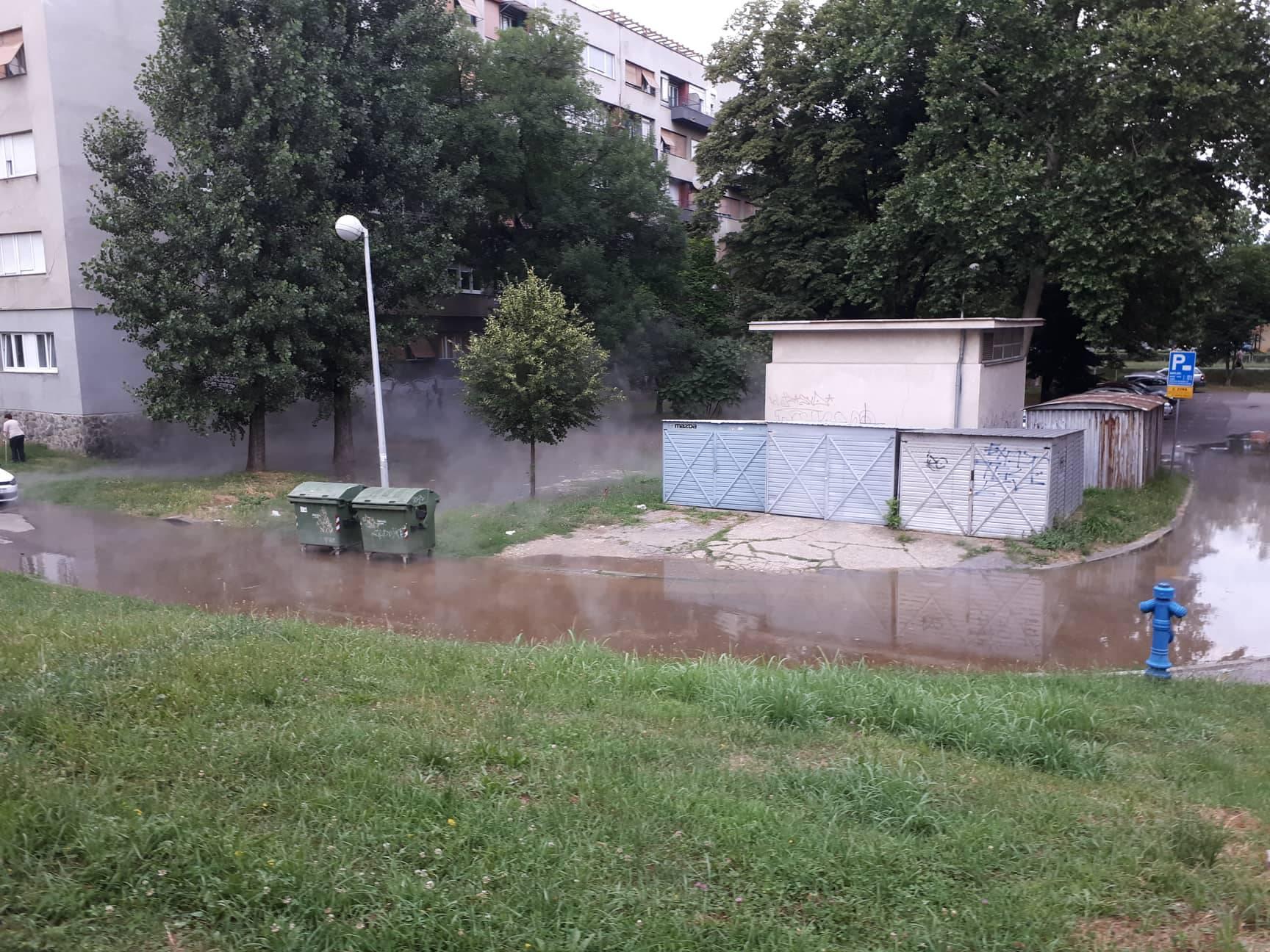 """U Držićevoj ulici puknula cijev vrelovoda: """"Izgleda strašno!"""""""