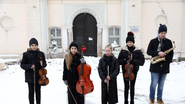 Sisak: Učenici održali koncert kako bi skupili novce za popravak Muzičke škole