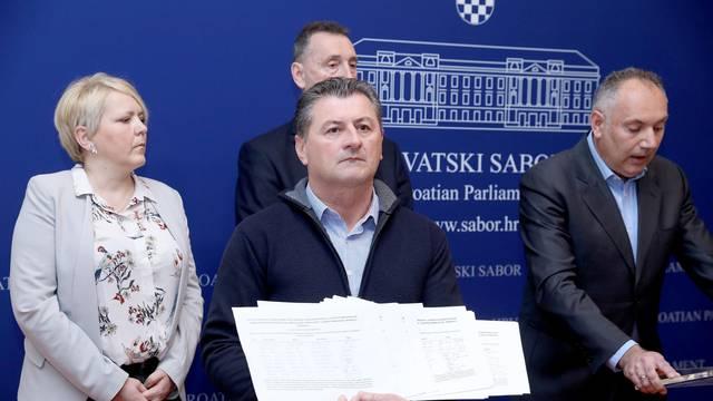 Zagreb: Most NL o netransparentnosti u donošenju odluke o azilu u Petrinji