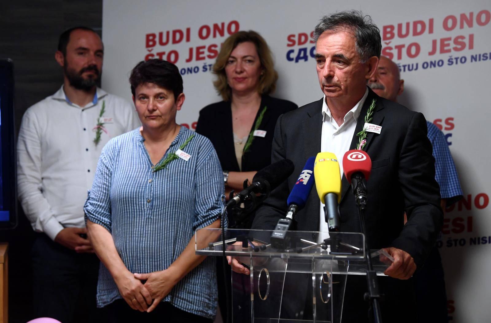 """Zagreb: Kandidati SDSS-a za Hrvatski sabor predstavili završni spot """"Sagradili smo most (bez Kineza)"""""""