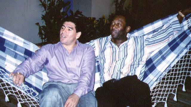 FILE PHOTO:  Soccer legends Maradona and Pele