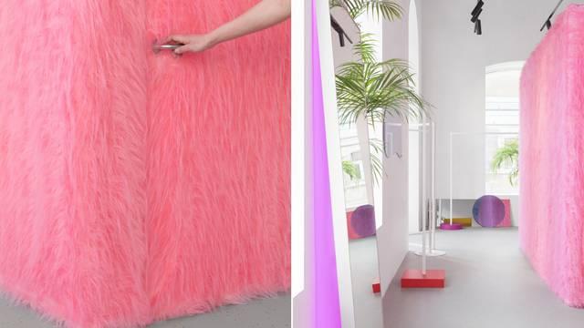 Čupavi dizajn: Ružičasto krzno na kabinama dućana za mlade