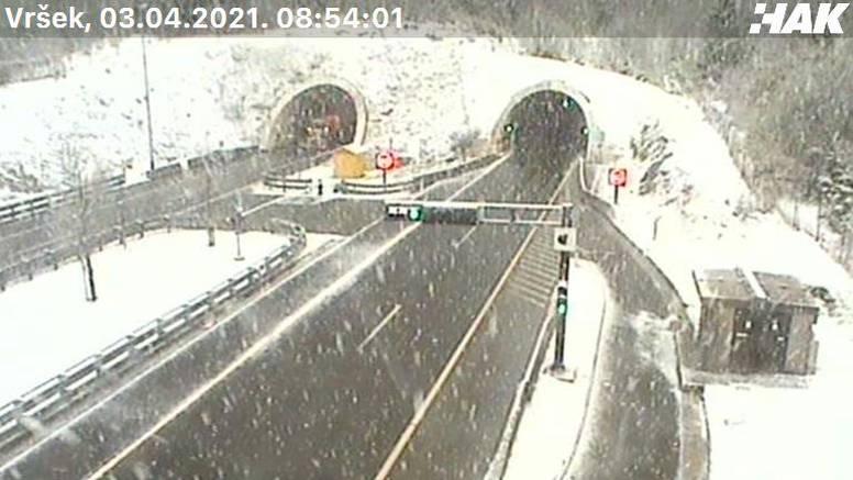 Vozači oprez, snijeg pada u Lici i Gorskom kotaru, a bit će i kiše