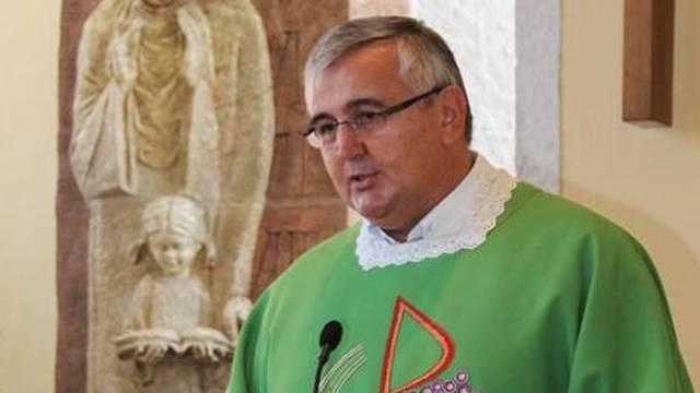 Svećenik  u Zagrebu otvoreno navija za Škoru, župljani ljuti, a on kaže: 'To je privatni profil'