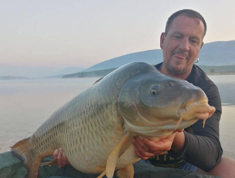 Izvukao je šarana teškog čak 25 kila, ali ga je vratio u jezero