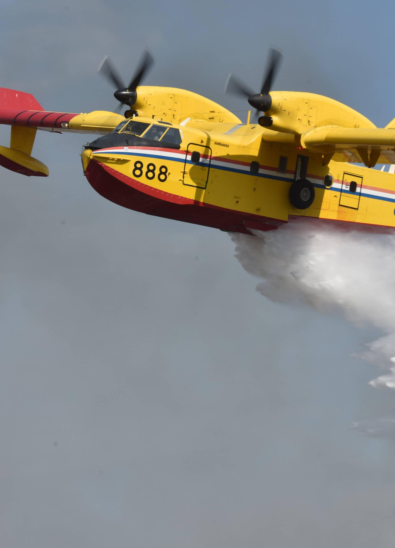 MORH objavio: Dva kanadera gase požar na otoku Korčuli