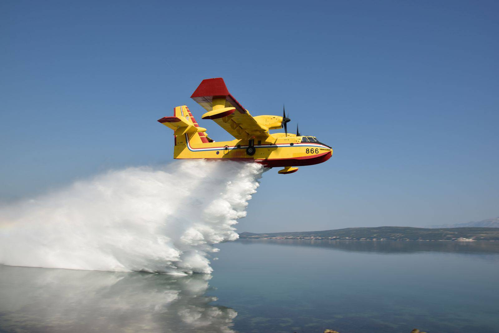 Požari oko Šibenika: Poletio kanader, čeka se air tractor