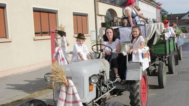 Traktor obitelji Dobrovec star je čak 63 godine: 'Pouzdana mašina, malo traži i puno daje'