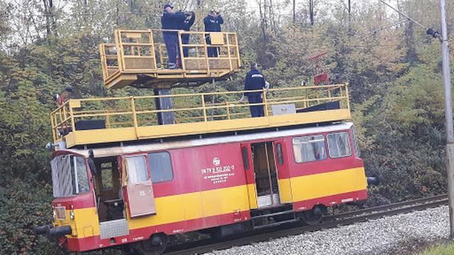 Kolaps na pruzi: Presjekli žice, lokomotiva je umalo izletjela...