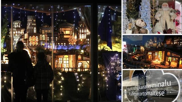 Božićna bajka u Rijeci - u kafiću uljepšali izlog ukrasima iako ne rade: Nama je ovo više od posla