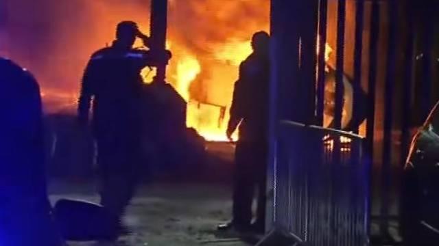 Policajac heroj pokušao razbiti staklo na gorućem helikopteru