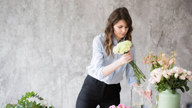 Cvijeće u vazi trajat će dulje uz šećer, sol, limunov sok, votku...