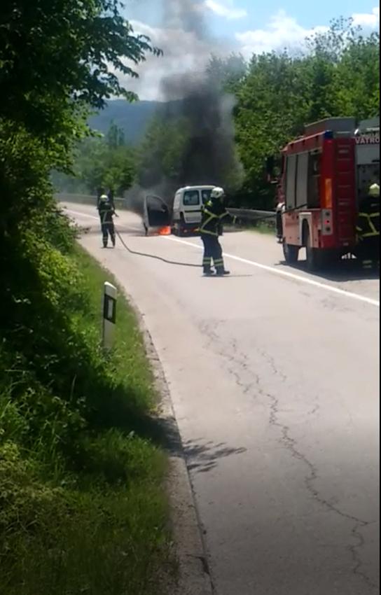 Požar u mjestu pored Korenice: 'Prednji dio auta je planuo pred mojim očima, nema ozlijeđenih'