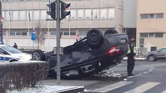 Sudar na Branimirovoj, vozača su prevezli na traumatologiju