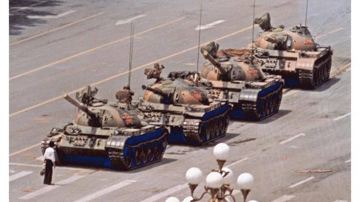 Čovjek ispred tenka: Ni danas mu se ne zna ime ni sudbina