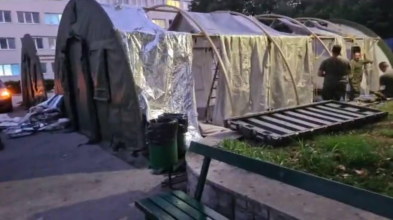 Postavljeni šatori pred bolnicom na Križinama, to su čekaonice