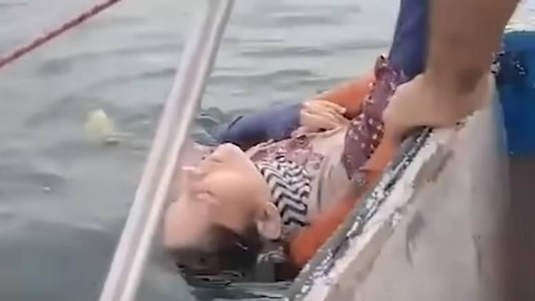 Nestala prije 2 godine, našli ju kako pluta morem: 'Ona se boji da će je netko oteti, doći po nju'