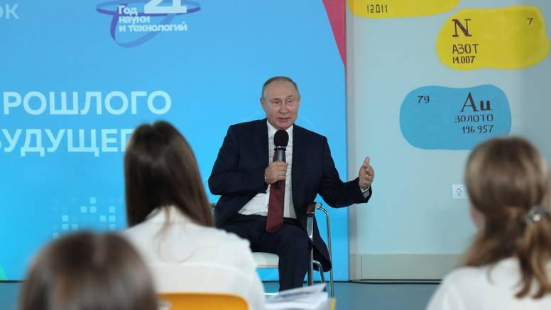 Hrabri učenik ispravio Putina na predavanju na satu povijesti