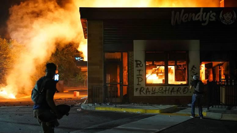Zapalili restoran kod kojeg su policajci ubili Afroamerikanca