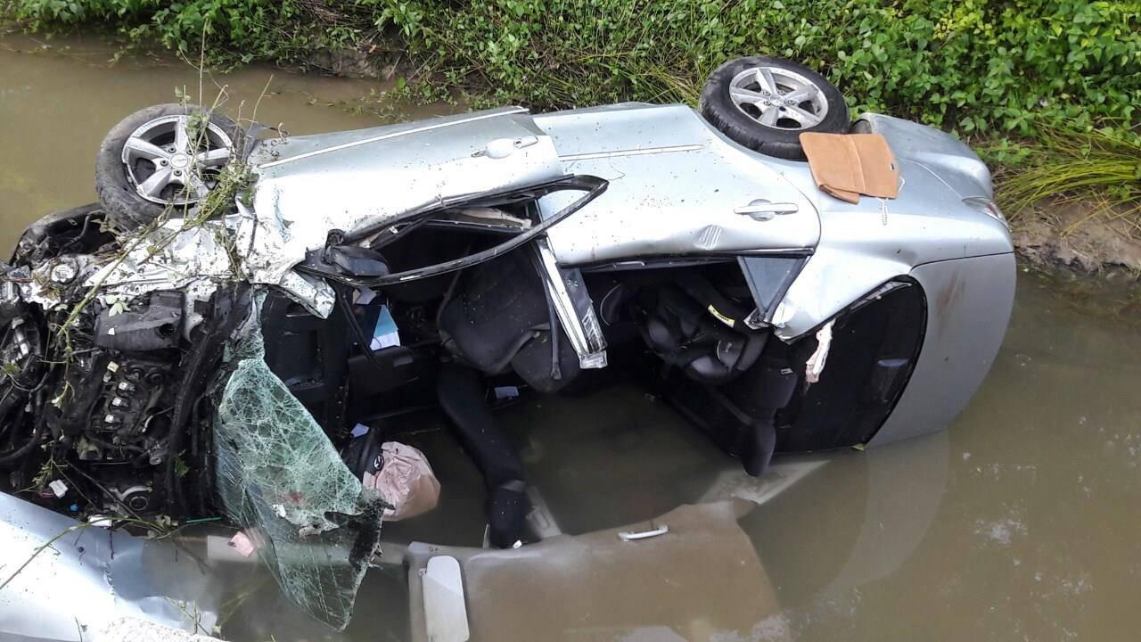 Automobilom sletjeli u potok, ozlijeđeni mladić umro u bolnici