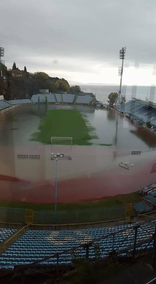 Kantrida je skroz poplavljena: Šteta na stadionu tek se zbraja