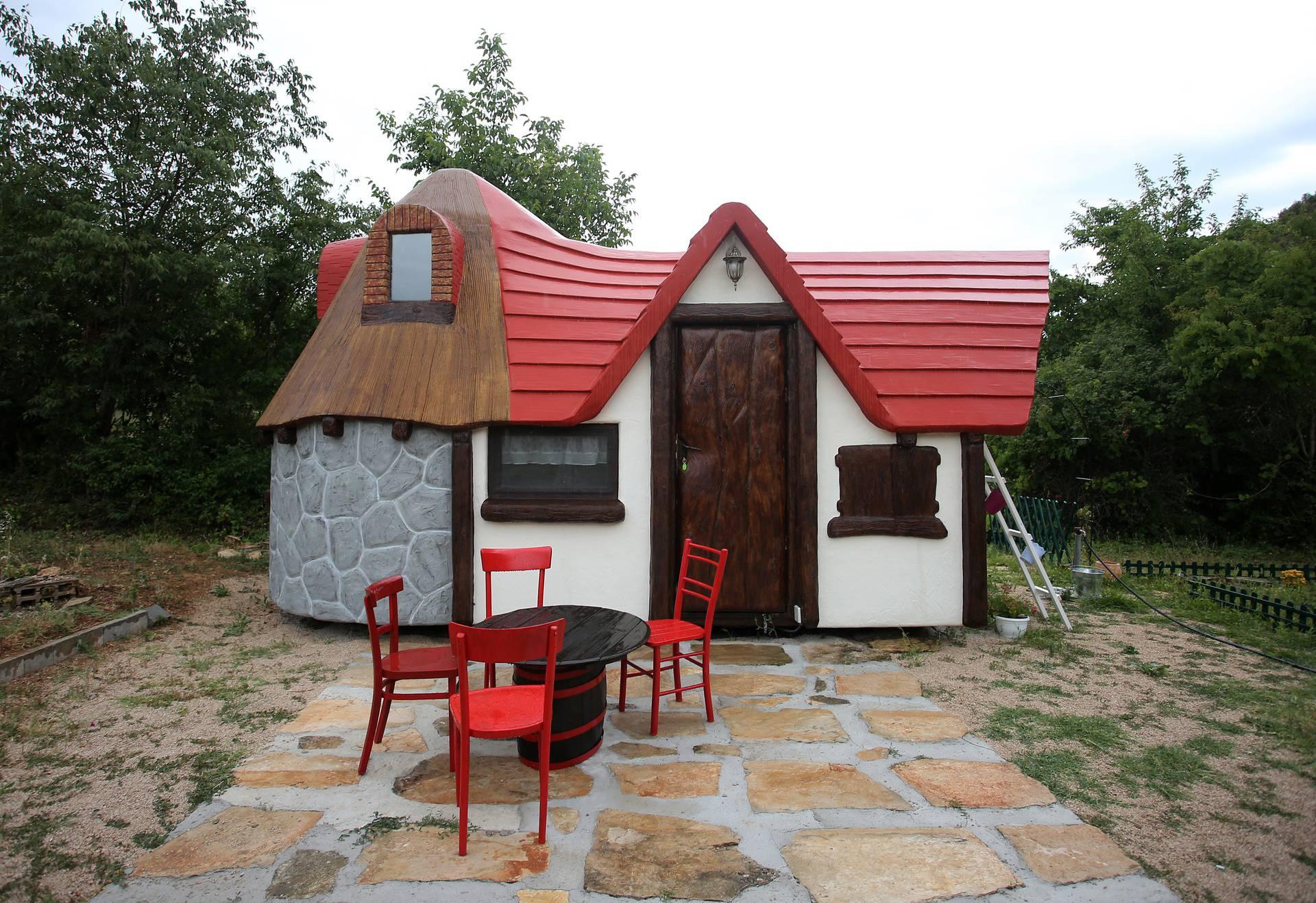 'Bajkovito selo' u skradinskom zaleđu: Spavajte u kućicama u obliku gljive ili dvorca