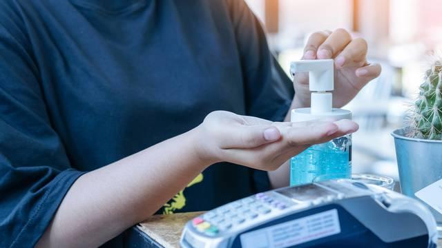 Niste svjesni koliko bakterija skriva kreditna kartica ili novac kojim plaćate