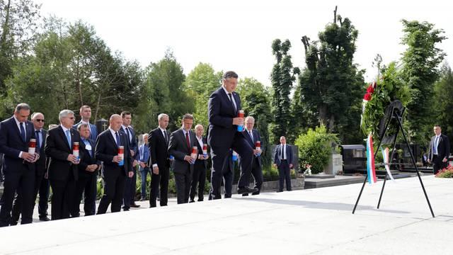 HDZ položio vijence na grob prvoga hrvatskog predsjednika dr. Franje Tuđmana