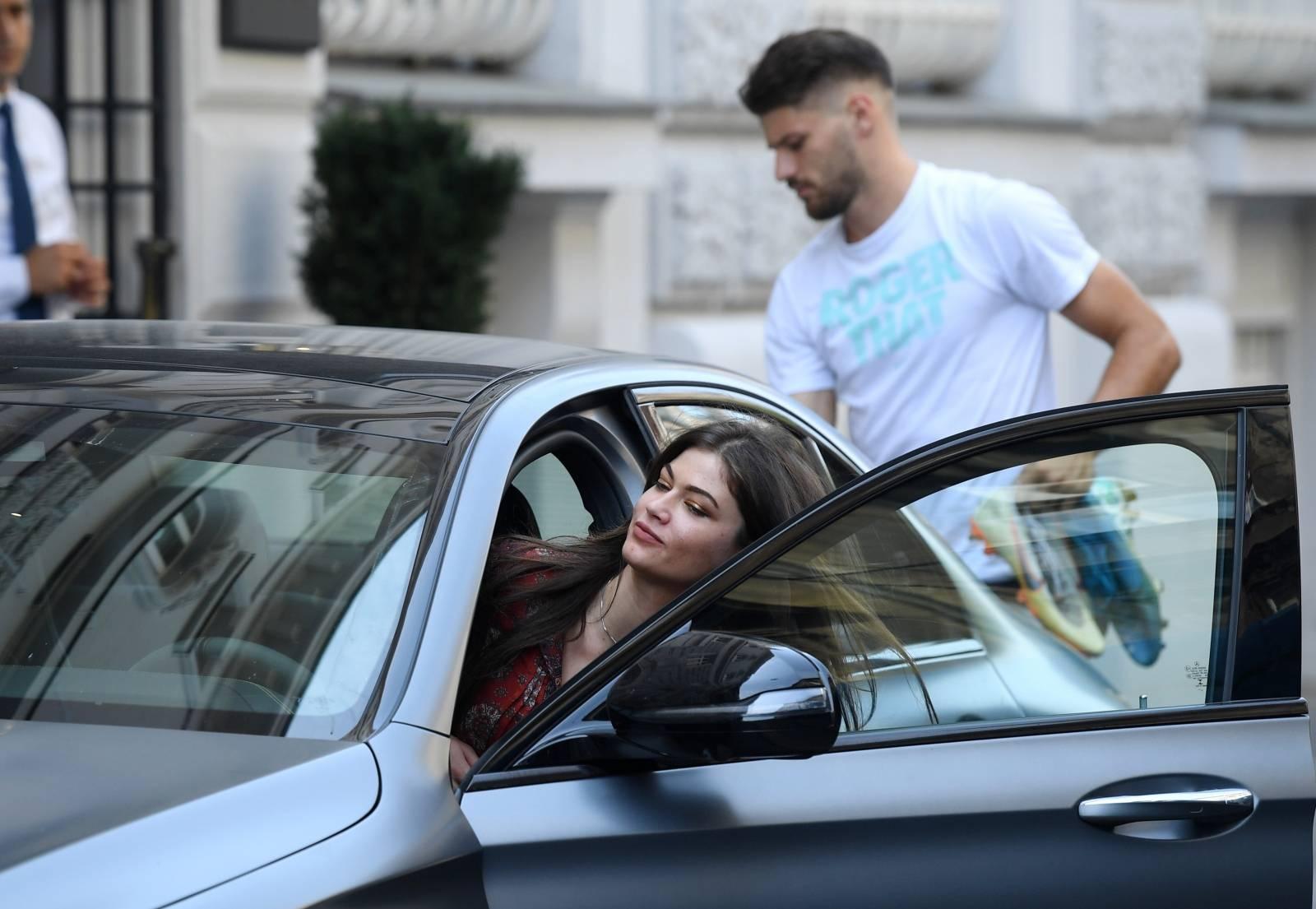 Zagreb: Brunu Petkovića na okupljanje repreznetacije otpratila djevojka Tea