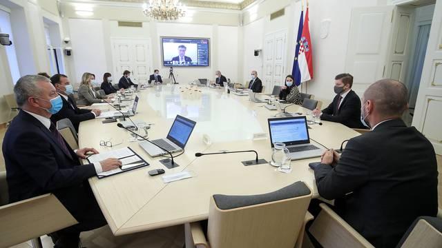 Zagreb: 28. sjednici Vlade RH premijer prisustvovao pudem video poziva