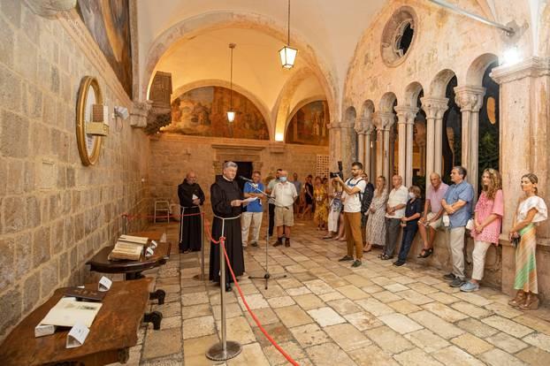 U klaustru samostana Male braće  izložena knjiga Judita, Marka Marulića