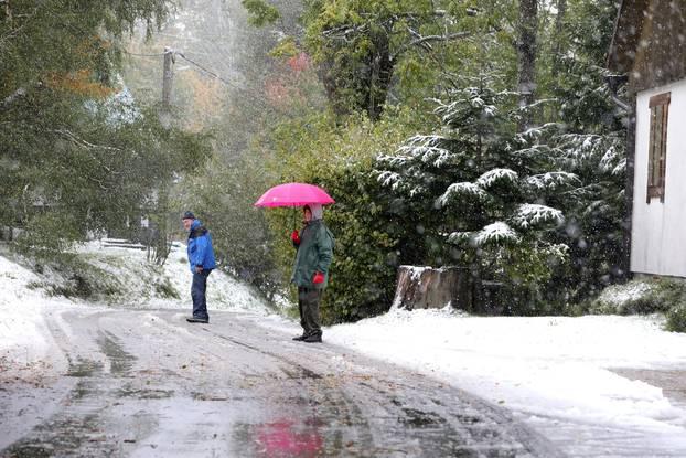 Snijeg počeo padati u Begovom Razdonju na tisuću metara nadmorske visine