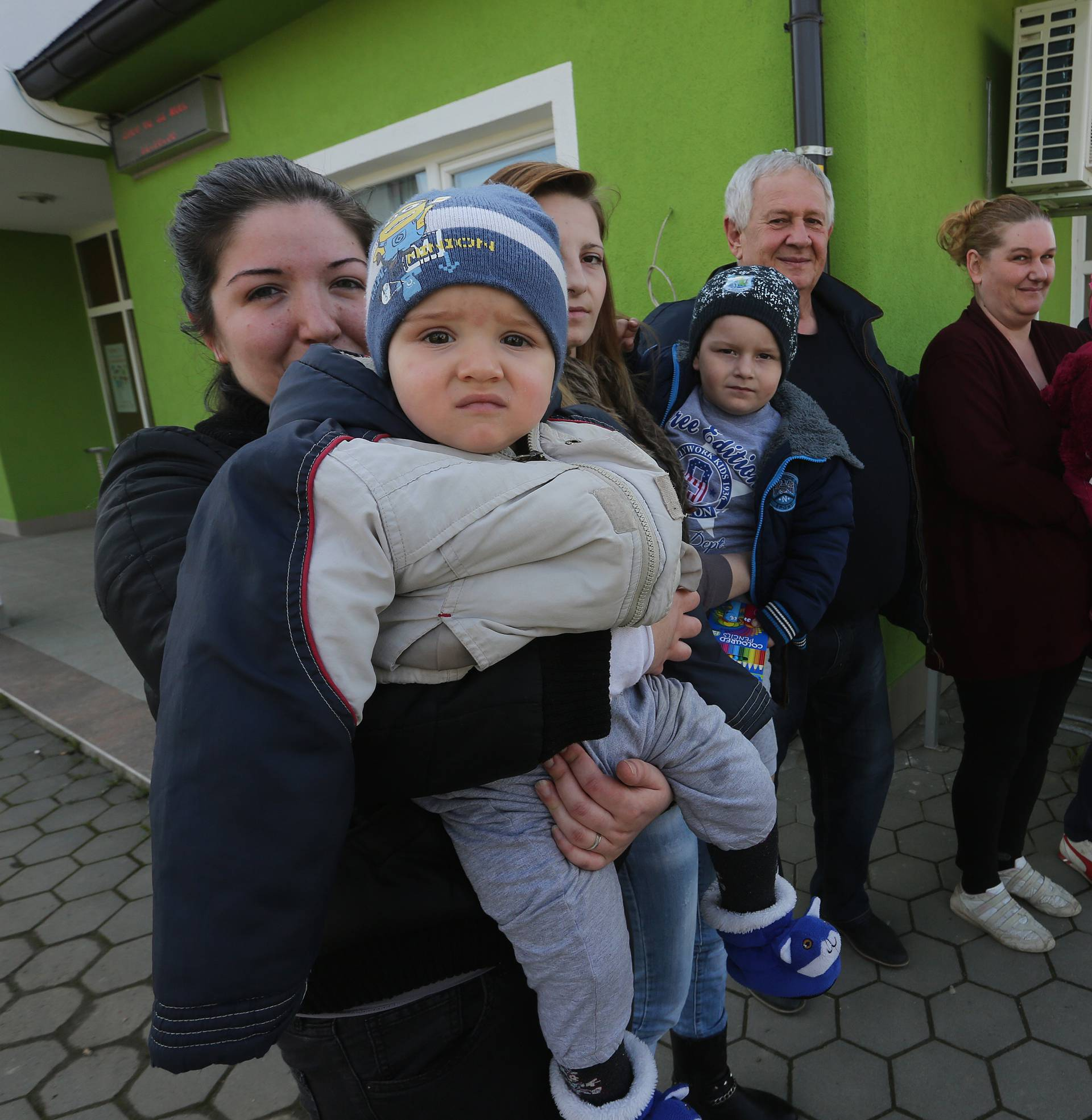 Baby boom u Gunji: Rođeno 40 djece, prvi koraci u kontejneru