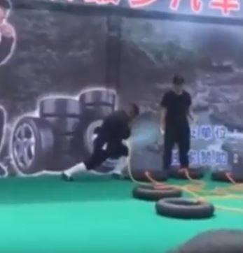 Istovremeno napuhao 12 guma kotača i to kroz jednu nosnicu