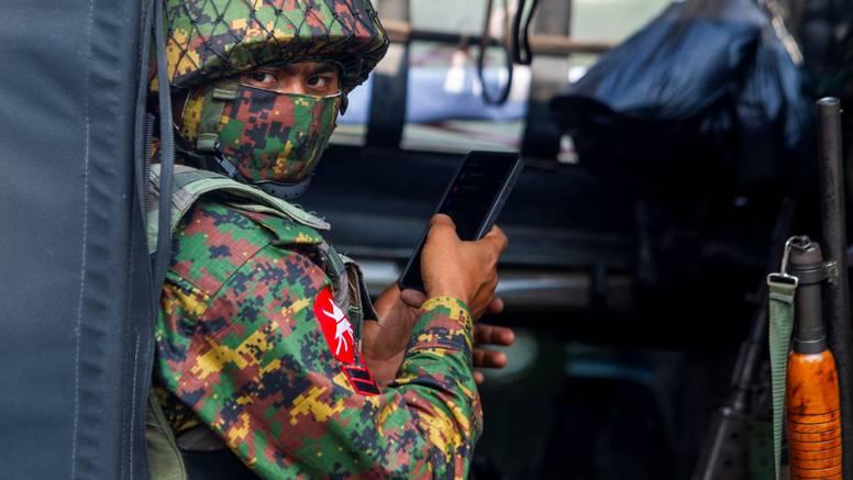 Facebook ugasio stranicu vojske Mjanmara zbog širenja nasilja