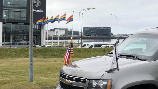 Islanđani su 'smjestili' Penceu i dočekali ga s Pride zastavama