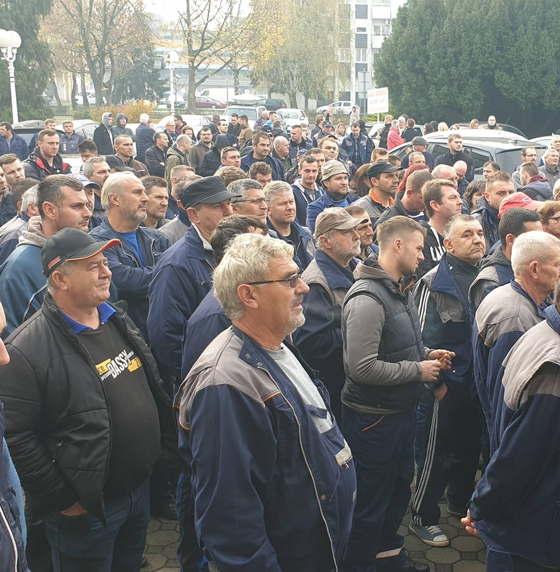 Radnici Đure Đakovića i učitelji ponovno zajedno prosvjedovali
