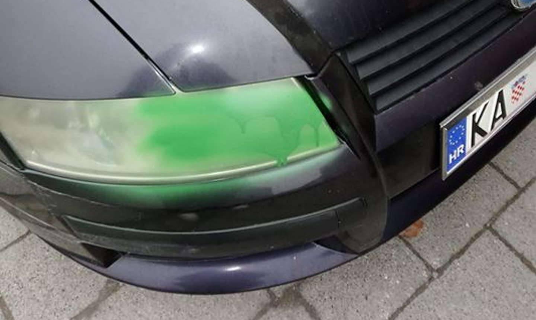Dvojica vandala i dijete bojom uništavali aute po Karlovcu