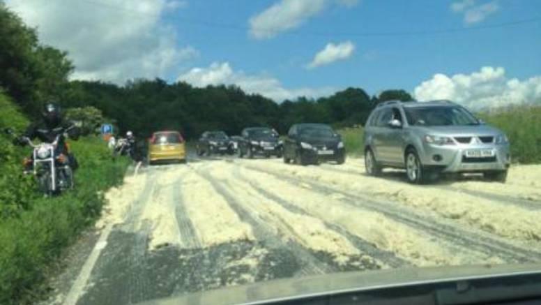 Pire krumpir blokirao promet u Velikoj Britaniji
