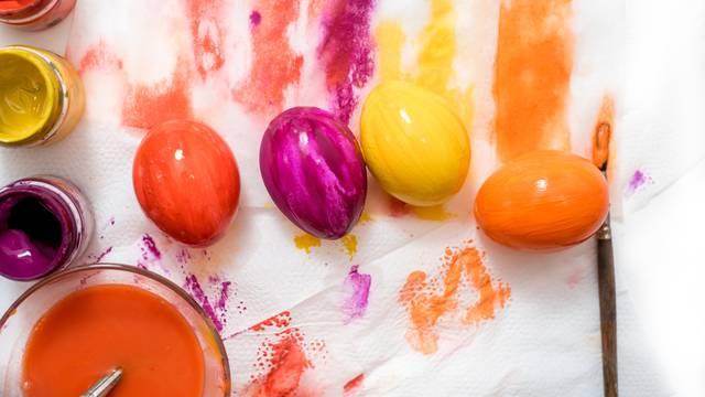 Umjetne boje za jaja: Koriste se  i za bojanje sladoleda, no neke izazivaju alergiju i mučninu