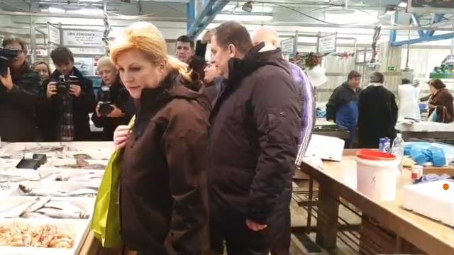 Kolinda i Jakov šeću po Dolcu: Pričali s kumicama, kupili ribu