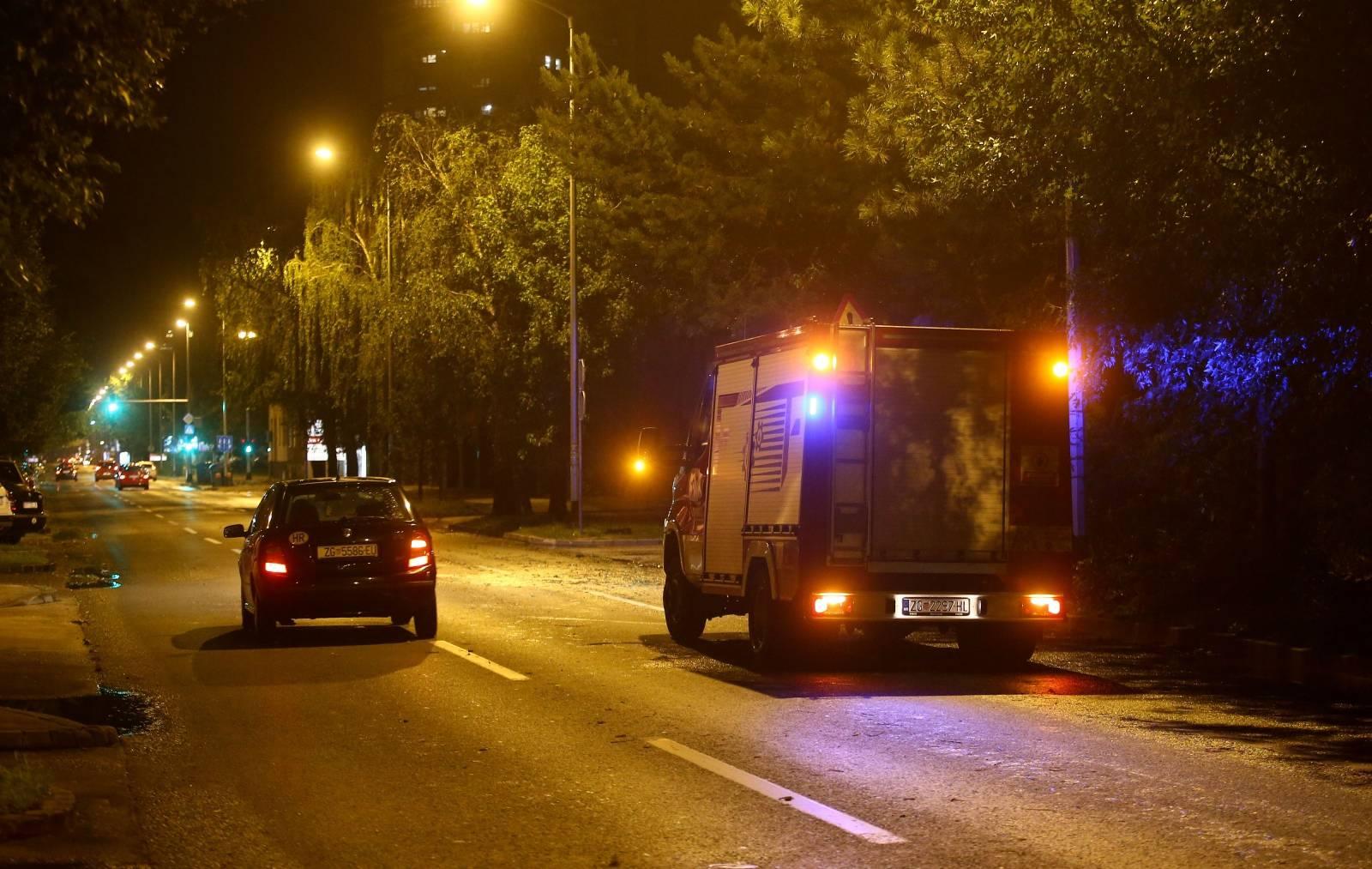 Vatrogasci i policija u Zagrebu imaju pune ruke poslaa zbog nevremena