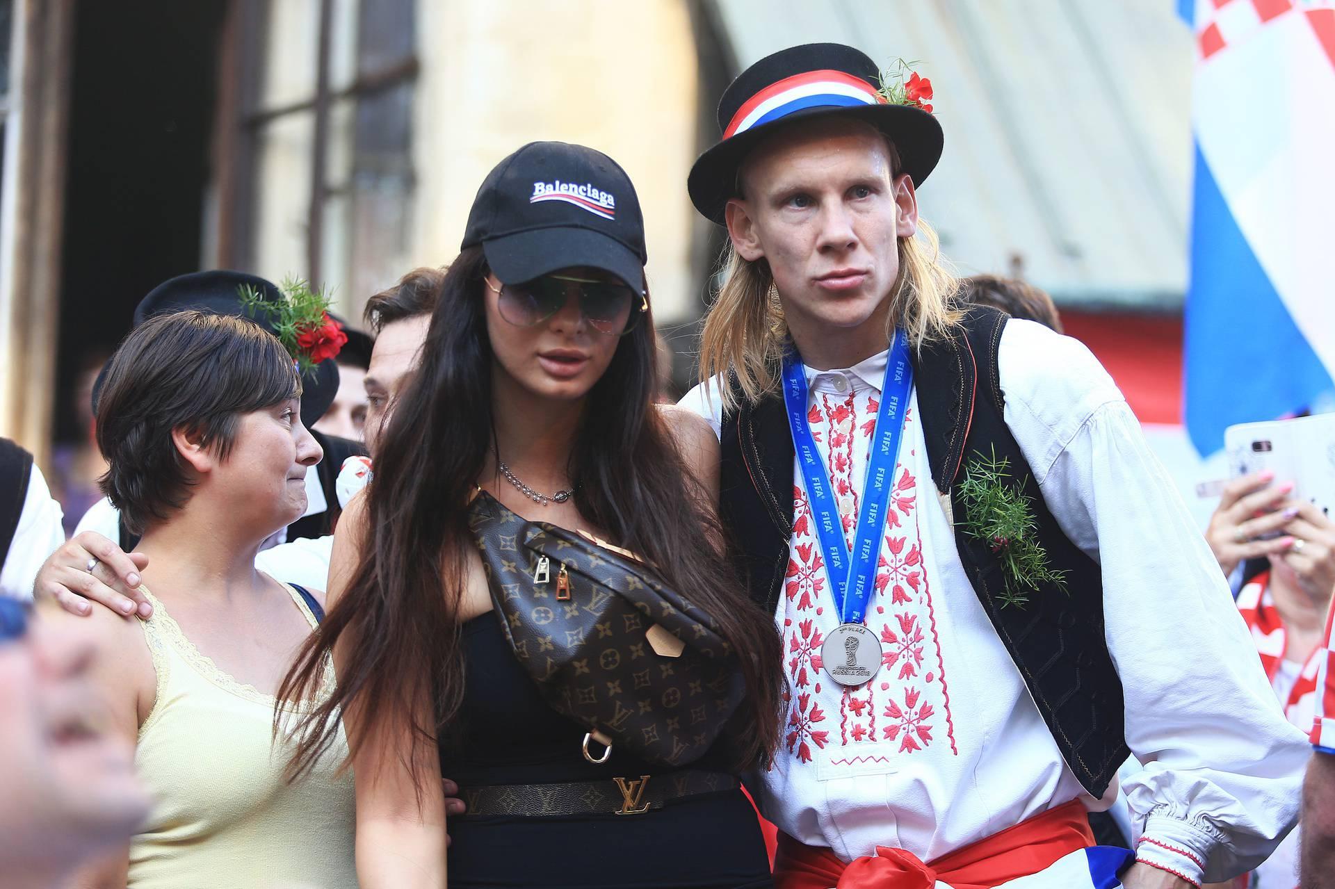 Nakon Domagoja i Ivana Vida ima koronu, ispada joj kosa...