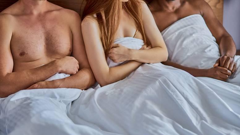 'Supruga i ja uživamo u seksu s mojim bliskim prijateljem i radimo to redovito, zašto ne'