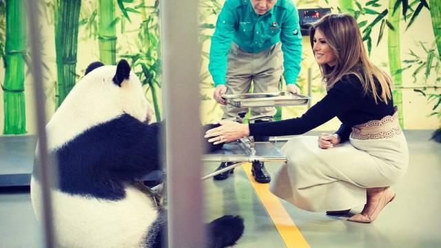 Bok, Melania, ja sam Gu Gu: Prvu damu oduševila je panda